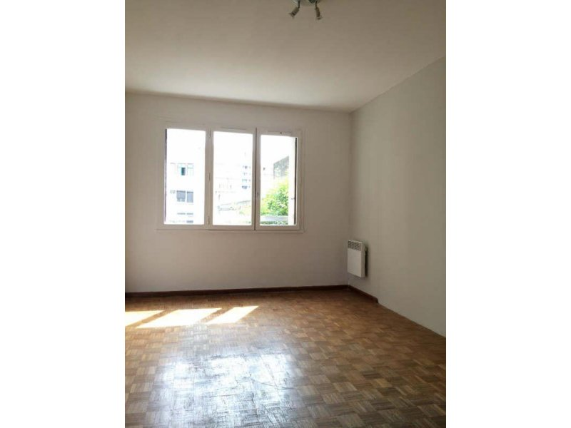 Biens louer appartement marseille 05 13005 prix 550 for Agence immobiliere appartement a louer